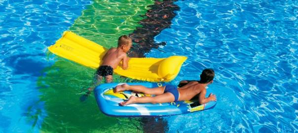 mamatieneunplan-cuidadosalsol-piscina-tupediatraonline